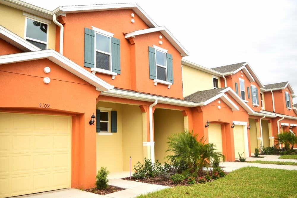 """Casas geminadas """"townhomes"""" no condomínio Compass Bay em Kissimmee."""