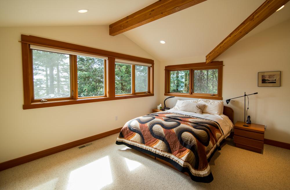 Upper guest bedroom........