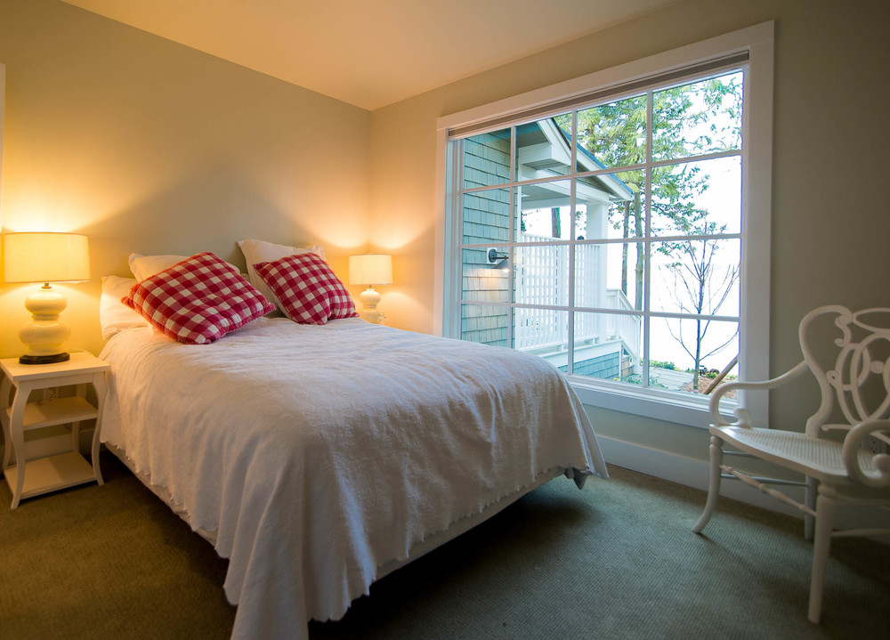 Friday Harbor, San Juan Island - Davidson Head Custom Guest House Bedroom