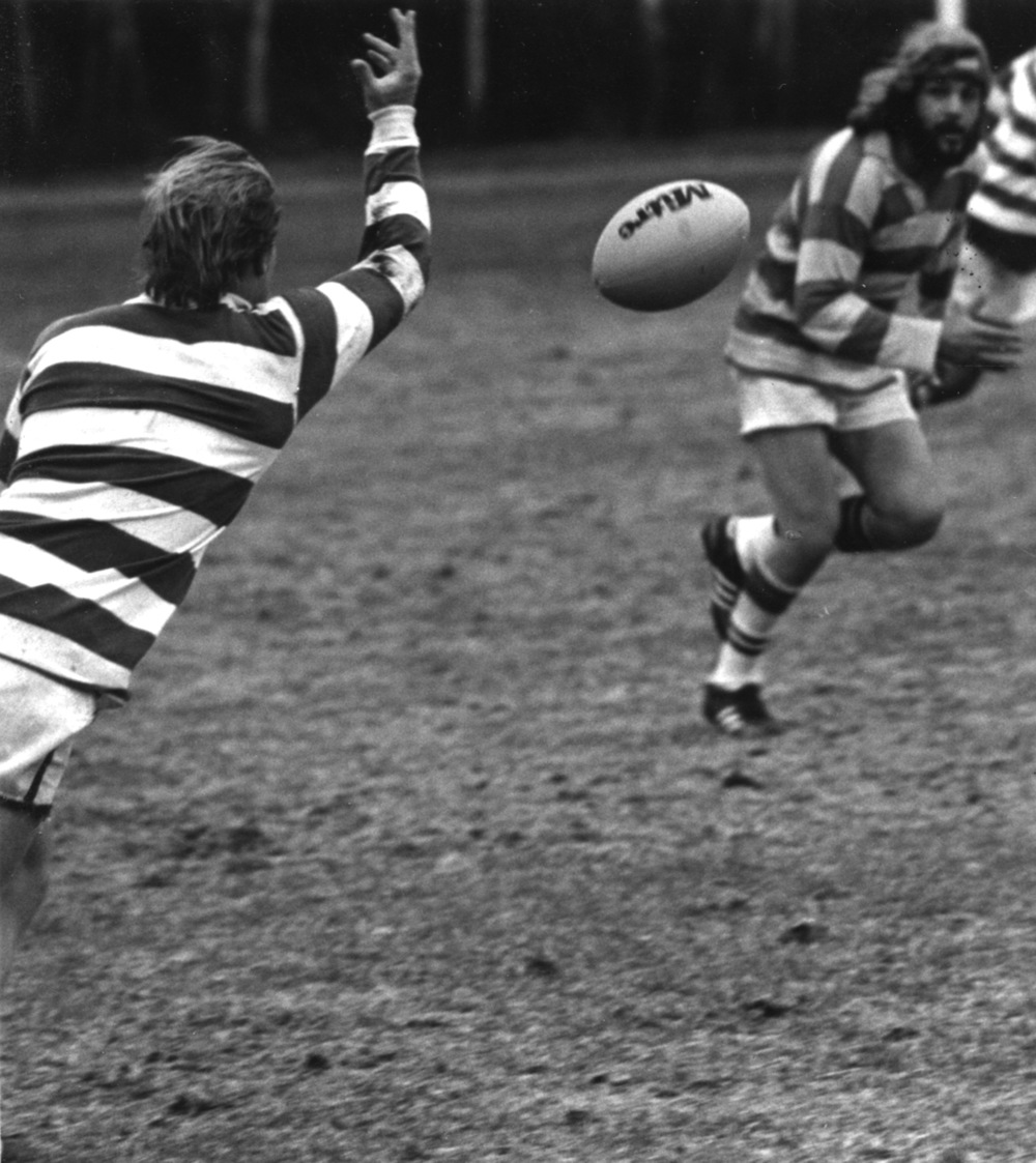 no date player passing B&W_RugbyII_1.jpg