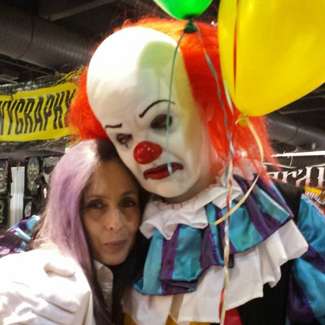 Halloween is just around the corner... My good friend always pops up from time to time.. #stephenking #clown #clowningaroundatwork #philadelphiatattooconvention #pennywise #clownsightings