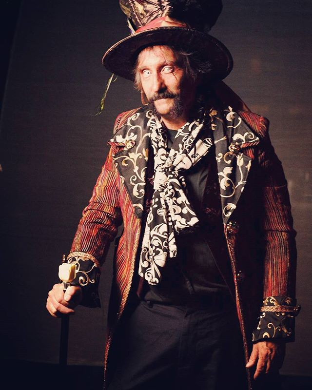 Filmmaker Dennis Broderick sporting a sexy mad hatter style jacket, scarf and hat... Thanks sugar pie for sharing.  Coat & scarf from #steampunkworks  #halloweencostume #halloween #madhatter #costume #costumer #steampunk #mintoncard #dennisbroderick