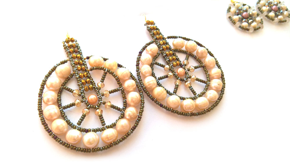 EAR130- Cyclo Peachy Pearl-DAMASCUS COLLECTION-WP_20170413_14_58_39_Pro.jpg
