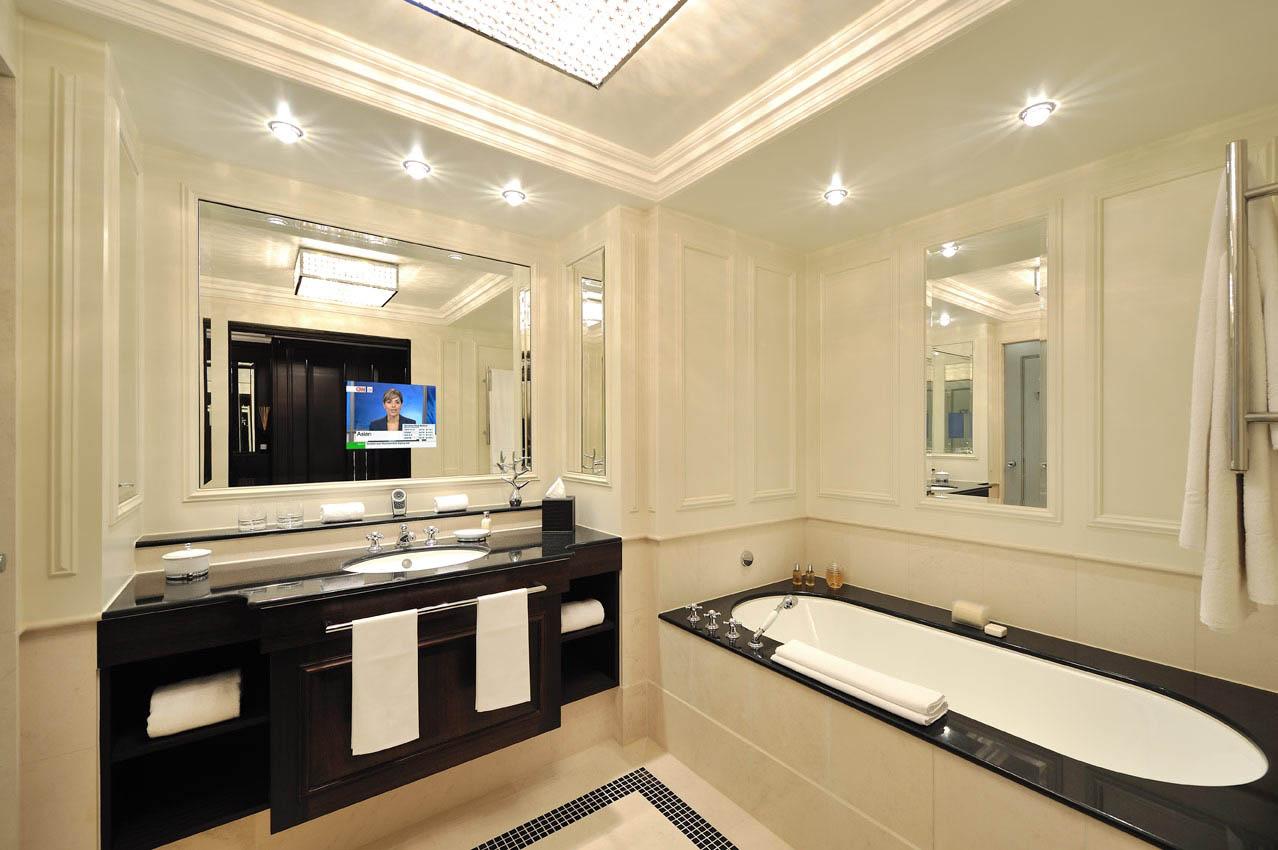 Дизайн ванной комнаты с телевизором