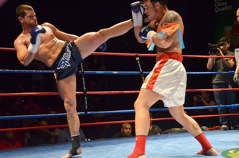 800px-Muay_Thai_high_kick.jpg