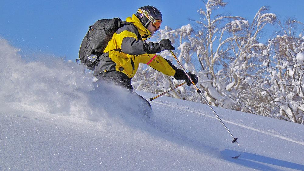 Mark skiing the Kamui Sidecountry.