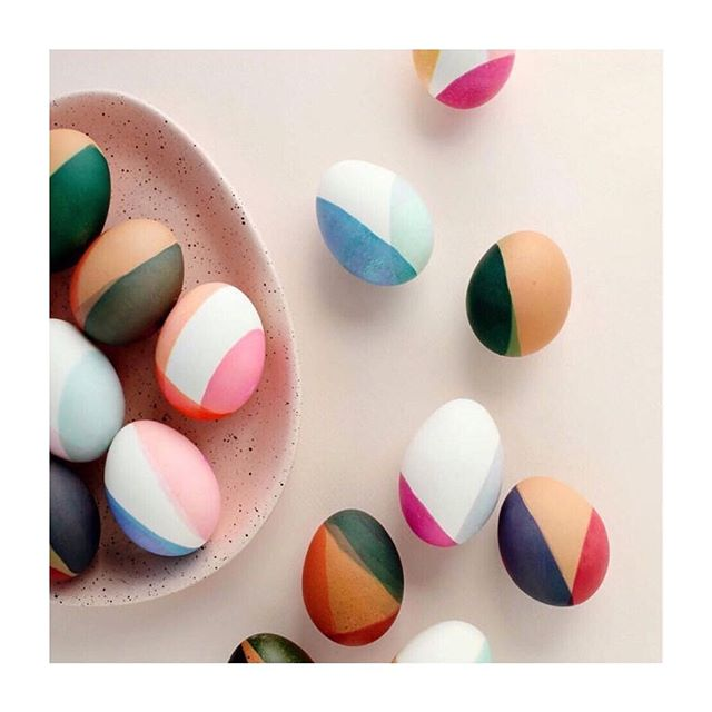 Dip dye Easter Eggs!?! I am so doing this. As soon as I figure out when Easter is. 🐣 via @beautifulpaper