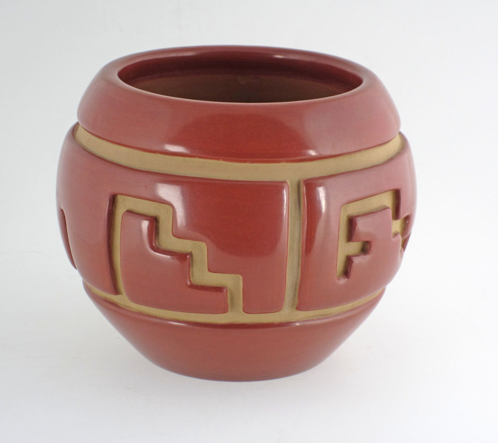 Santa Clara incised jar by Lu Ann Tafoya, 1993