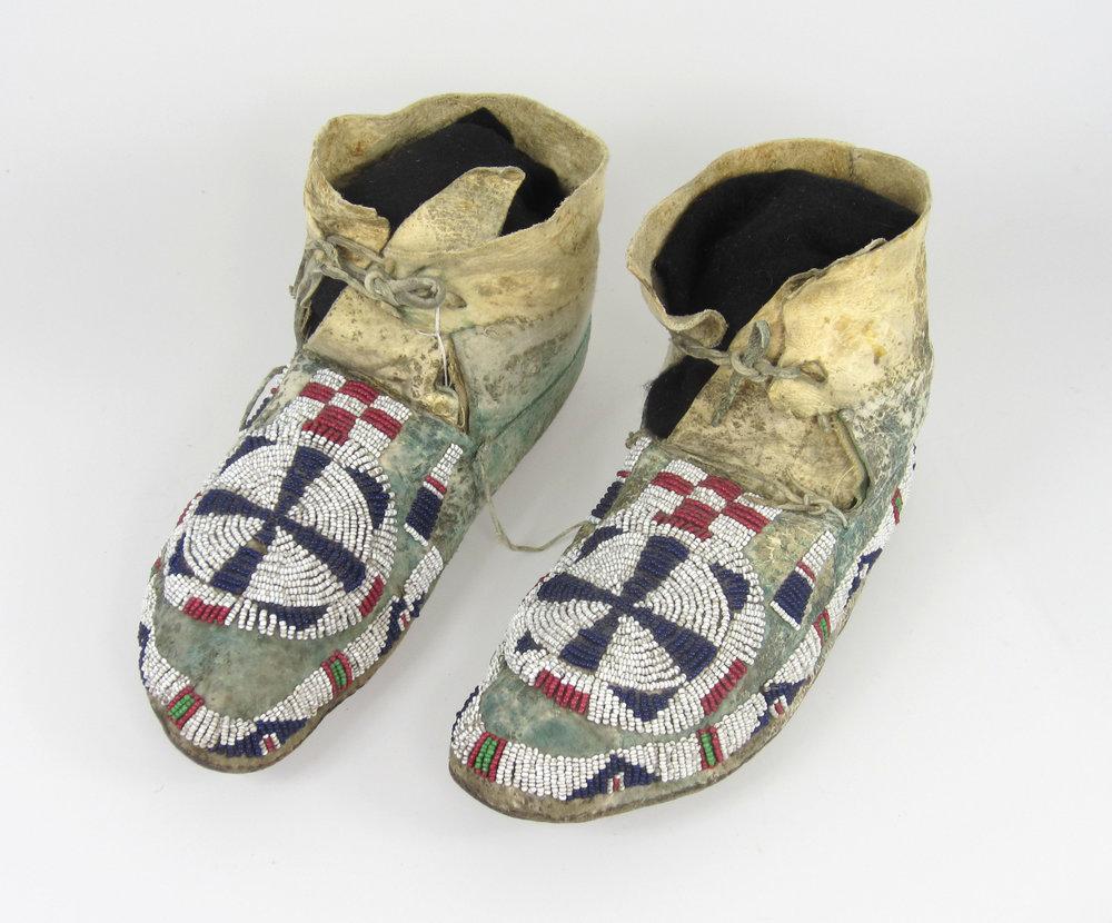 Cheyenne moccasins, circa 1865-1870