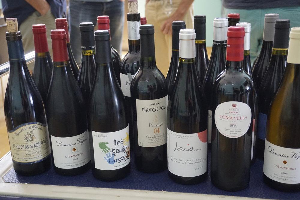 Les vigneron(ne)s ont amené(e)s des échantillons pour partager entre eux.