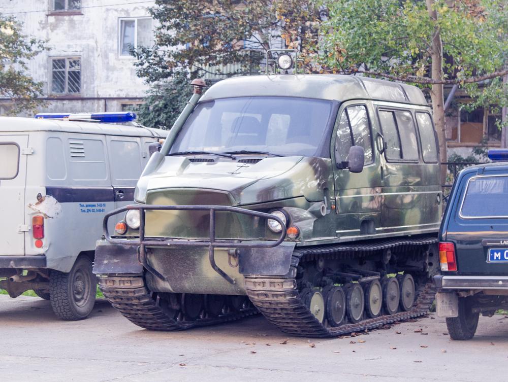 Полиция распологает anti-fuck-da-police-car. Кузов на базе Газели, судя по всему