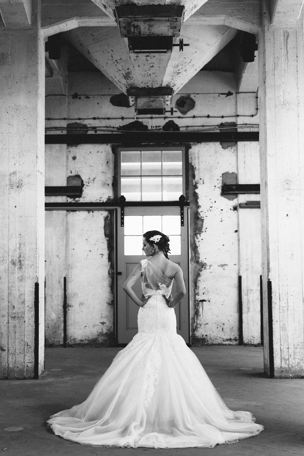 Pure Bruidsfotografie Deventer - Vintage bruiloft aan de IJssel - Jeroen en Hannah_0016.jpg