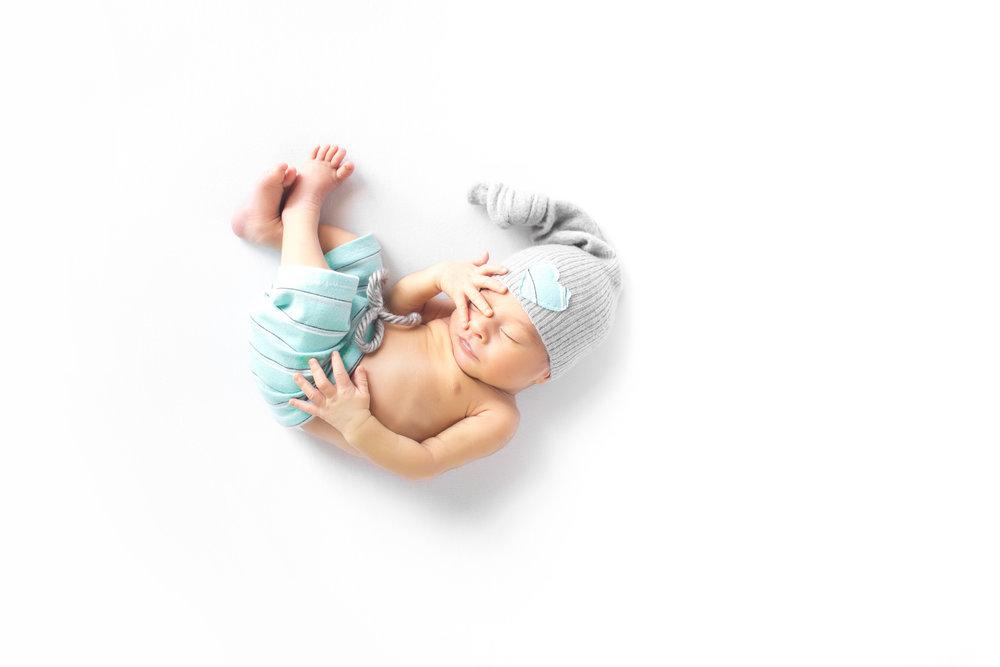 027_Newborn Portraits_Color_L.jpg