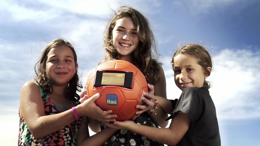 A bola foi até as cidades-sede para que todos pudessem doar as batidas do seu coração para a Seleção.
