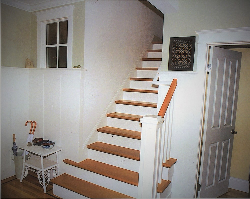 Entry Foyer - Stairs