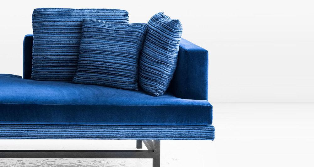 aragon chaise blue 02a.jpg