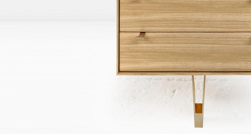 saxton cabinet S bronze 04.jpg