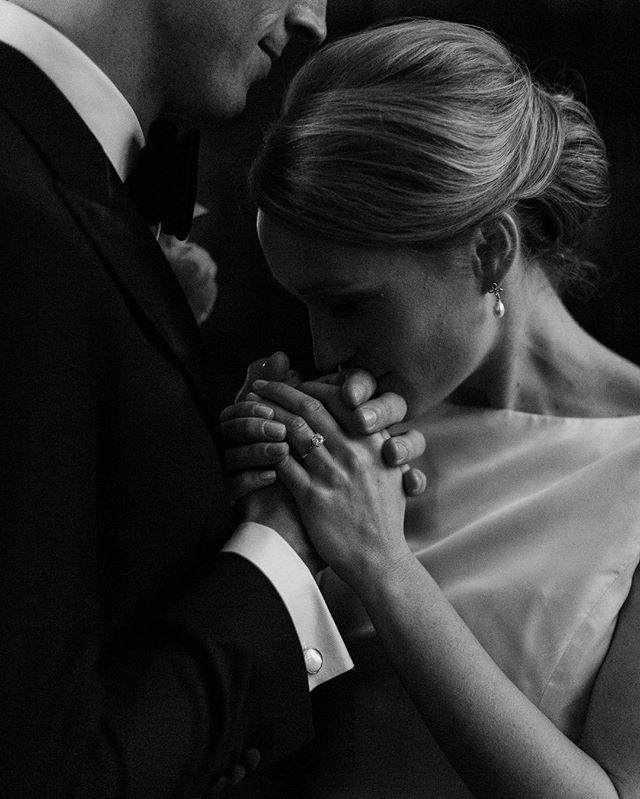 Gesture & light ✨ . . . . #realmoments #storyteller #beloved #maineweddingphotographer #bostonwedding #bostonweddingphotographer #newenglandweddingphotographer  #theknot #huffpostido #weddinginspiration #stylemepretty #junebugweddings #greenweddingshoes  #weddingchicks #weddingphotographer #engaged #destinationwedding #weddinginspo #soloverly #destinationweddingphotographer #intimatewedding