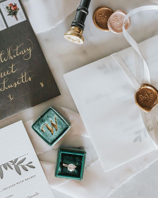 Wishing my holiday wrapping game was as strong as @babbott8800 's hand lettered envelopes accompanying her @minted wedding suite ✨ . May you all have a brilliant and wonderful holiday! I'll be out of the office spending time with my family up north until December 26th. Hooray! . Big hugs!! ♥️🎄🥰
