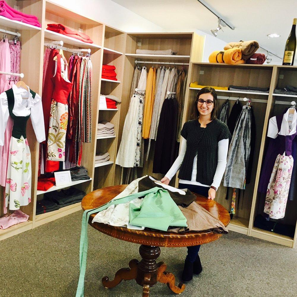 Vanessa im Shop.jpg