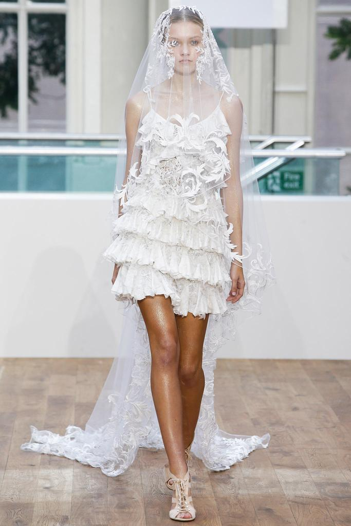 Julien Macdonald SS15 LFW Discover and Escape Review 12.jpg