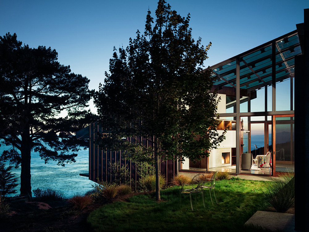 Discover and escape Fall House Big Sur California