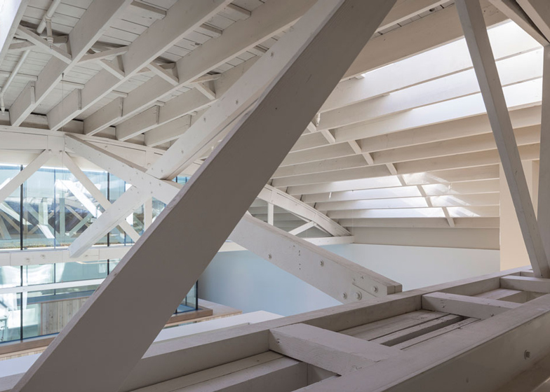 Bowstring-Truss-House-by-Works-Partnership-Architecture_dezeen_ss_5.jpg