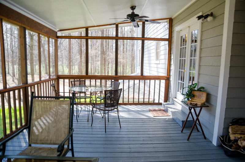 18_guesthouse_screened_porch.jpg
