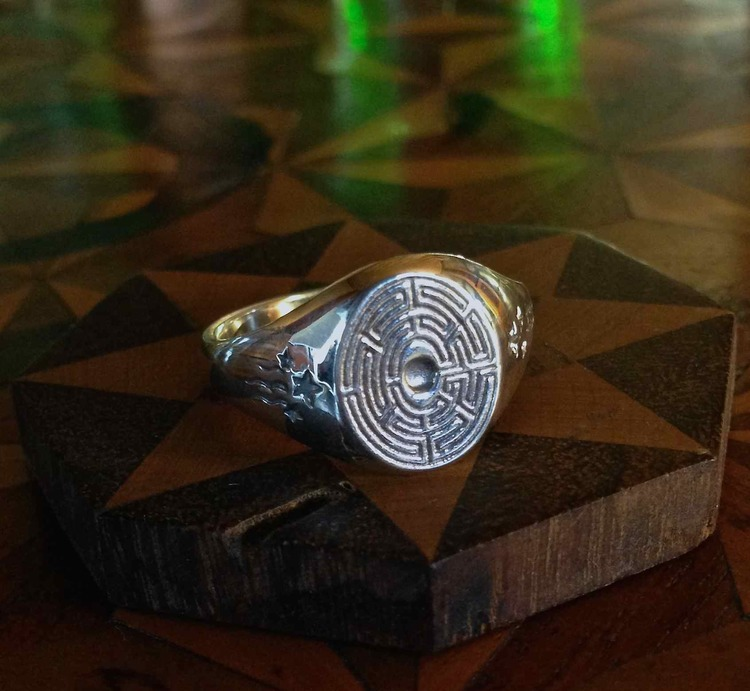 ENGLISH LABYRINTH OVAL FINGER RING (FROM BATH, ENGLAND) — Justin Böehme