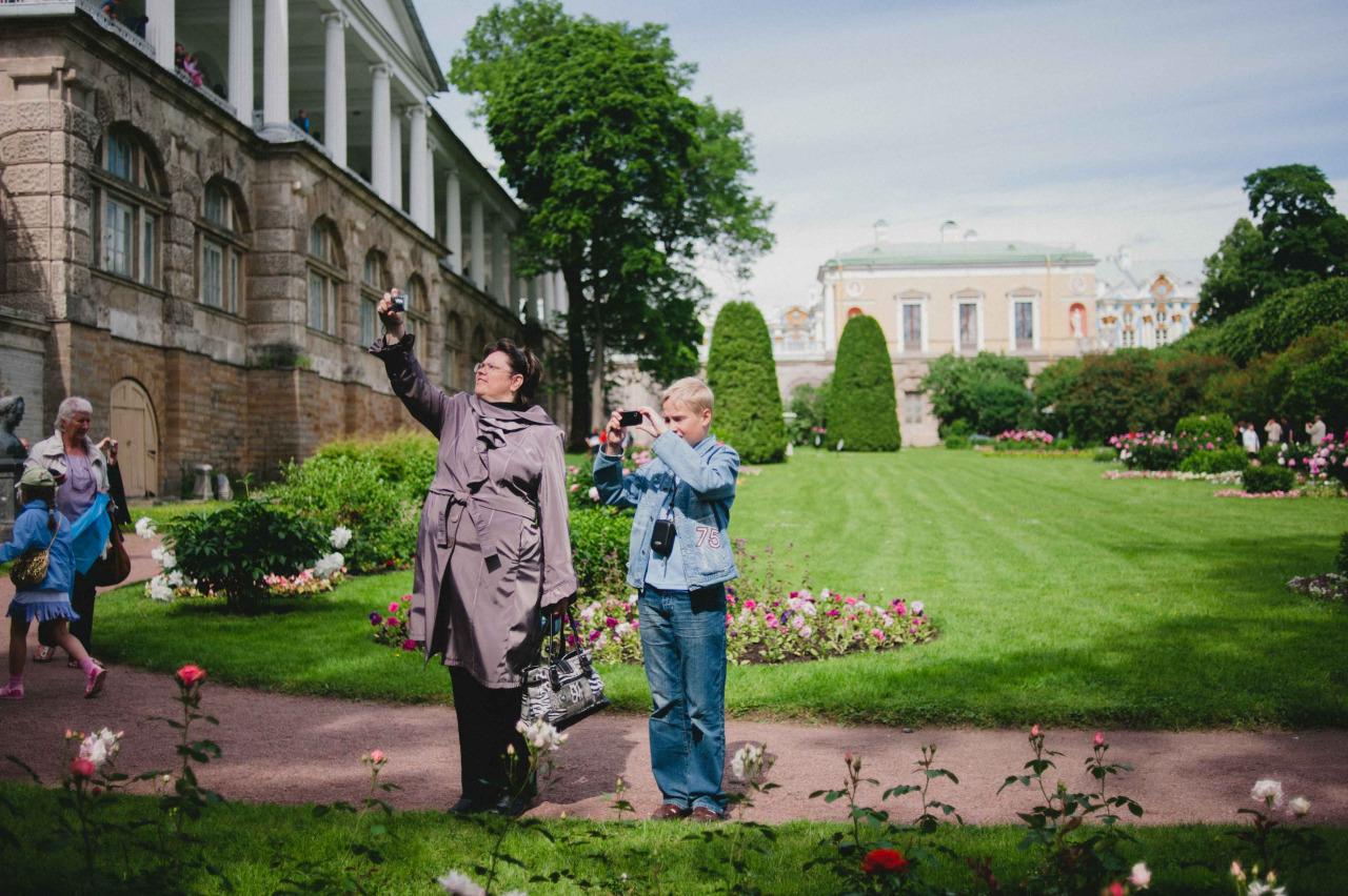 Making snaps in St. Petersburg.