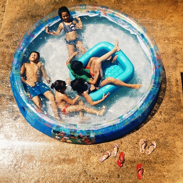 Heat wave! #pool #kiddos #summer #lifeinspain #vscocam