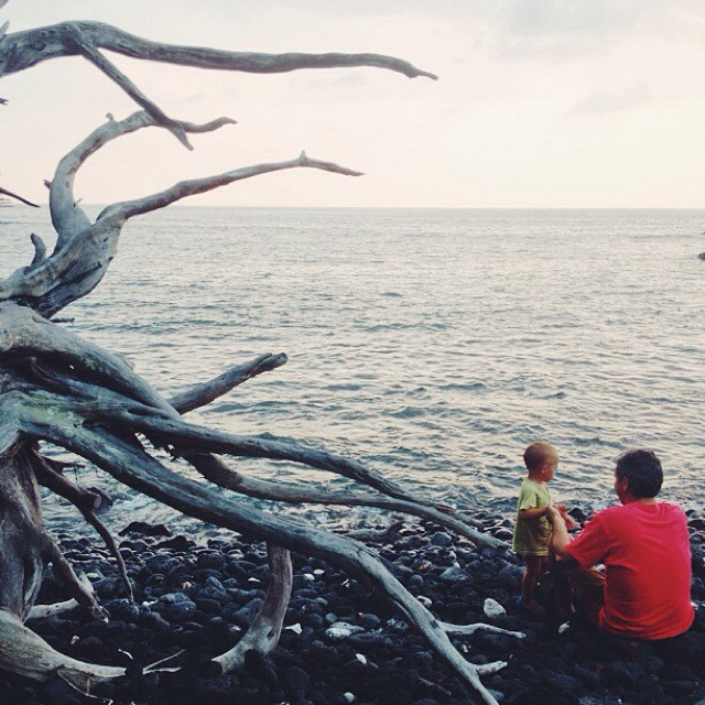 #beach #sunset #hawaii #vscocam #dad #baby #bigisland #love #parents