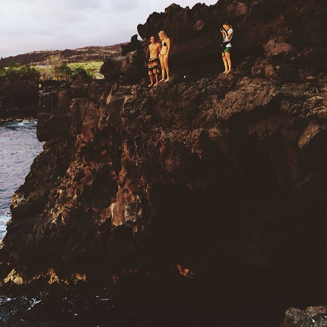 Shooting this moment before a sunset jump. #hawaii #vsco #vscocam #bigisland #kona (at End of the World)