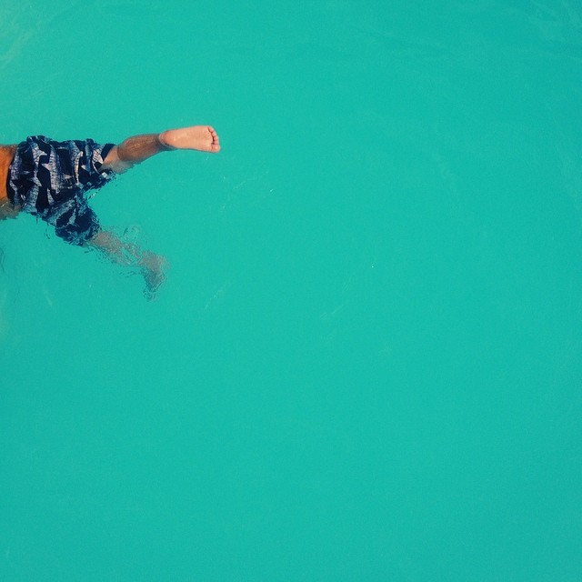 Pool party. #foot #hawaii #pool #vscocam #vsco #bebe #love
