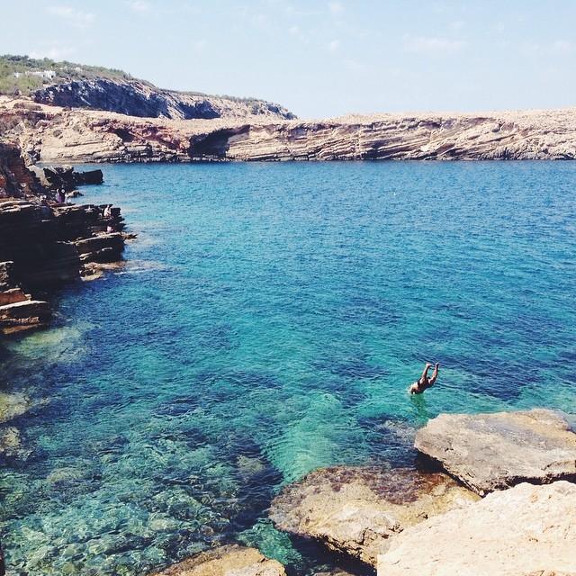 Jump in! #ibiza #eivissa #mediterranean #vscocam #travel (at Punta Galera)