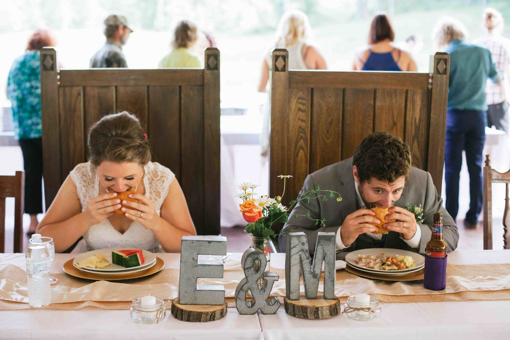 woodsy wisconsin wedding burlap and bells black river falls photography dine-11