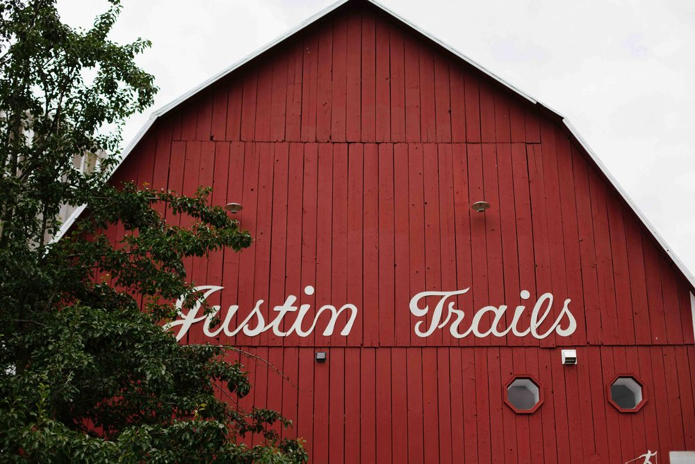wisconsin barn wedding justin trails resort sparta wi