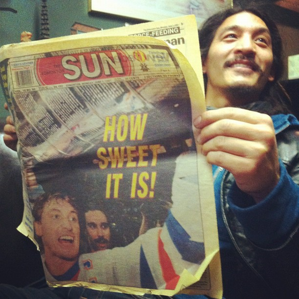 Post-house concert at Dave and Leona's in Edmonton. Incredible time with good folks, they've created a great community by the way. This old copy of the Sun from 1987 reminds me of the glory days for hockey growing up in this town. I used to be a jock back then, loved to play ice hockey and then basketball. Still got the bum shoulder to prove it! (at dave & leona's house)