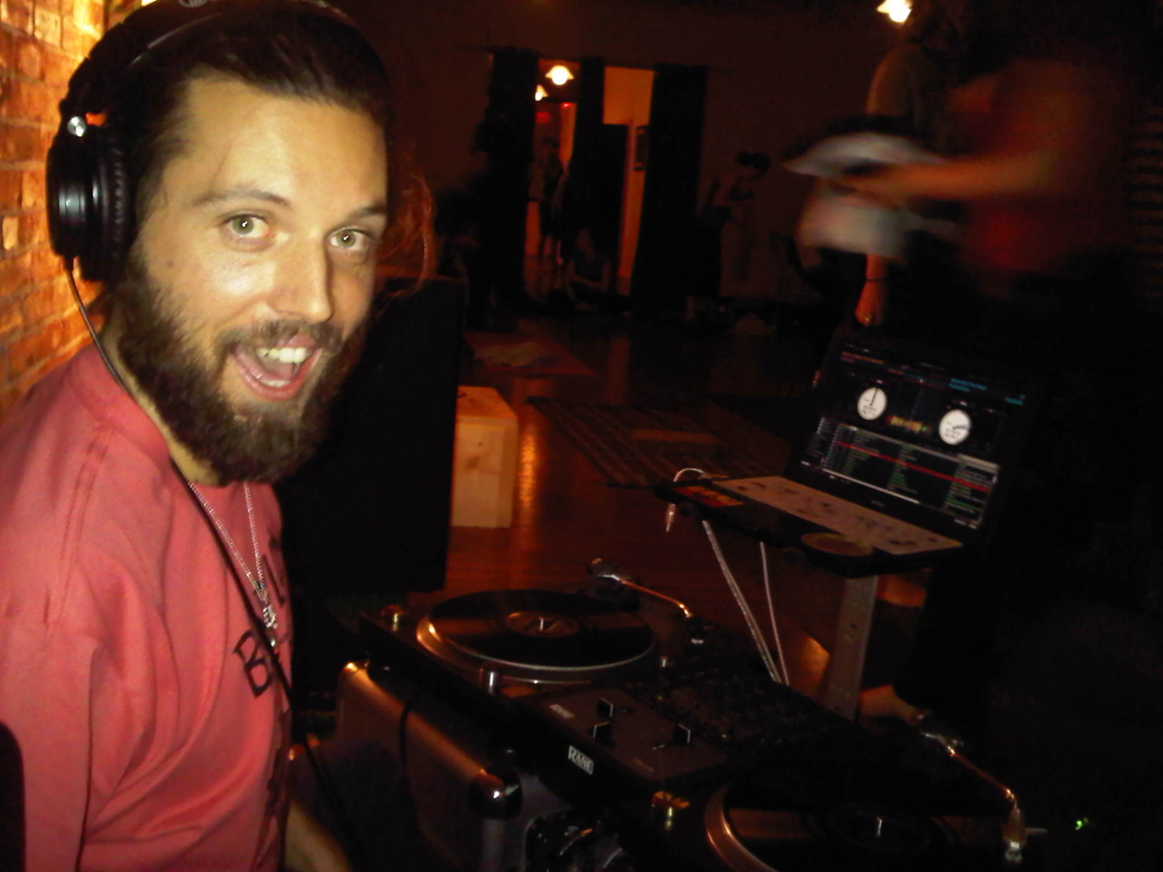 Reno spinning reggae for Ryan Leier's workshop at yoga for the people… Good vibes!