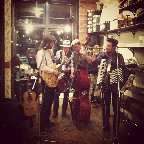 @mariaintheshower So good to see these boys play again. Free drinks and cheer @goorinbros (at Goorin Bros. Hat Shop)
