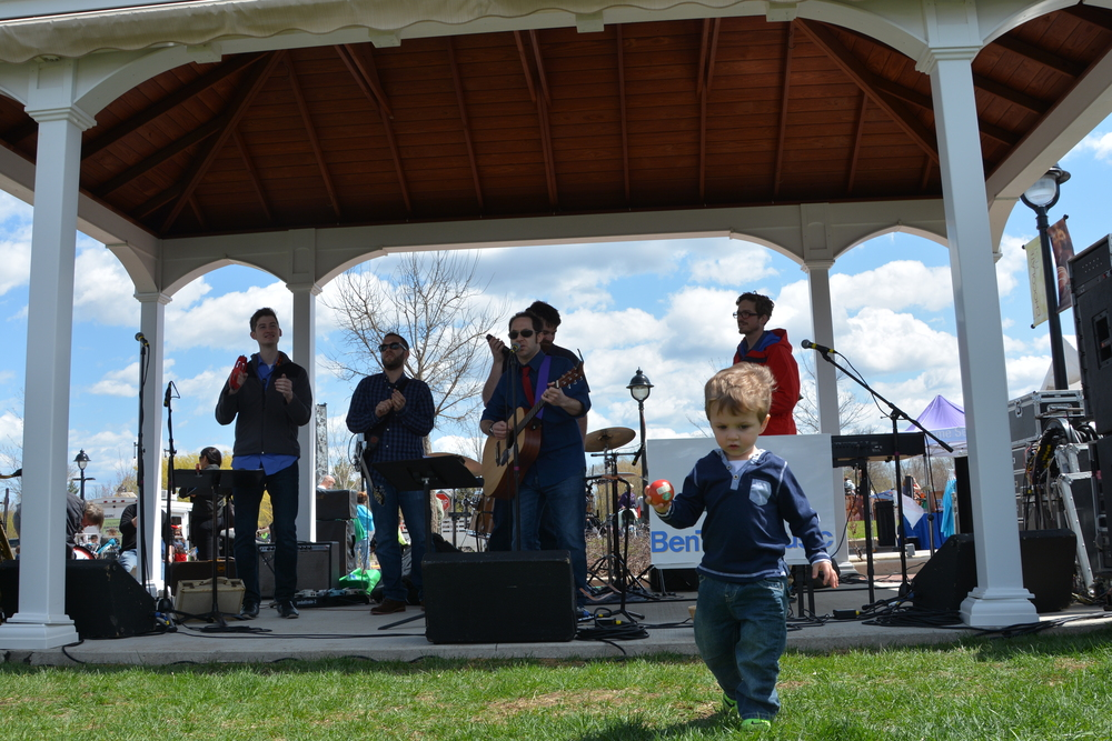 Photo credit: Howard Tatar   Catch Ben Tatar and The Tatar Tots throughout the year in the Chicagoland area, playing funky, toe-tapping and hand-clapping tunes that are fun for toddlers and parents alike.
