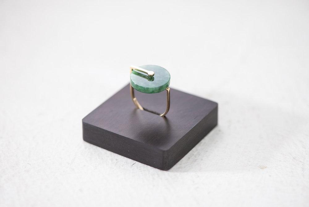 18k Gold Swirl Jade Ring