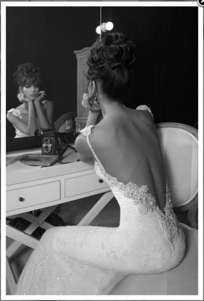 backless-wedding-gown
