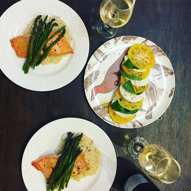 First non delivery dinner in our new home a success! 👊🏾🍽❤️ Honey mustard coho salmon, asparagus, and orzo + last of the season heirloom tomato beauties 🍅👌🏾And champagne, of course 💋🍾 #uws #nyc #easydinner #salmon #homecooking #coho #tomatoes #champagne #newbeginnings #newhome #domesticbliss