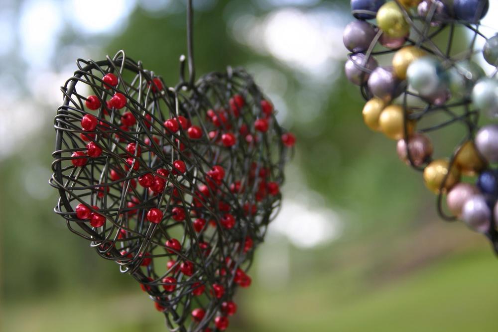 Fönsterhjärta  95kr/st  Finns med olika färger på pärlorna