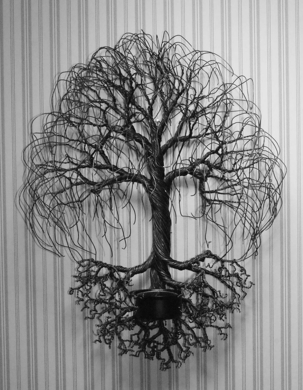 Vägghängt träd med ljuskopp  1195kr  Finns även i stor variant, då med två ljuskoppar i rötterna: 3195kr