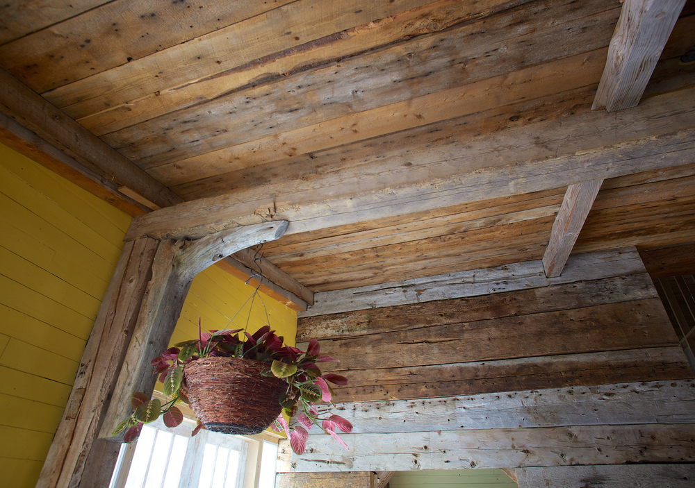 Ceramique Bois De Grange : de murs pi?ces sur pi?ces de grange. Installation de planches de