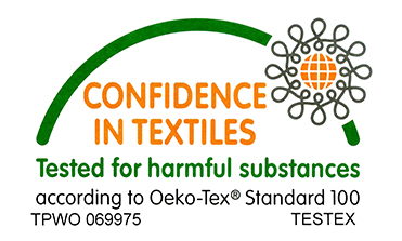 Las prendas de El Sinvivir que se identifican con la etiqueta OEKO-TEX® Standard 100 Plus garantizan que han sido producidas con sustancias no dañinas para el Medio Ambiente y en las condiciones idóneas de sostenibilidad durante todo el proceso de fabricación. Así mismo, nuestras tintas también cumplen con el certificado de la normativa OEKO-TEX Standard 100, en su nivel más exigente, libre de ftalatos.