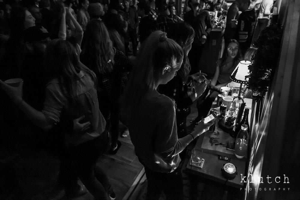 Surrey Family Photographer. Vancouver family photographer, klutch Photography, documentary photography, Vancouver documentary photographer, candid photography, lifestyle photographer, a day in the life session, family photography, Vancouver Photographer, Surrey Family Photographer, White Rock family Photographer, Dina Ferreira Stoddard, girl on phone-0746.jpg