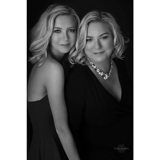 Get in a photo with someone you love this Valentine's Day ❤️ #clairerhodesphotography #naturallightphotography #existinphotographs #panamacityphotographer #mosleyhighschool #mothersanddaughters #seniorphotography
